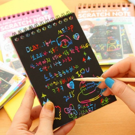 Kids Children Educational Toy Fun DIY Doodling Scratch Painting Book with Wooden Stylus 10x14cm Size S Random Delivery
