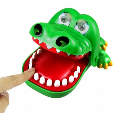Funny Big Mouth Crocodile Push Teeth Bite Finger Game Toy for Kids Green