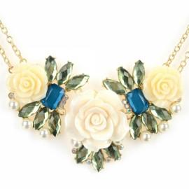 Fashionable Flower Shaped Pendant Zinc Alloy & Plastic Woman Necklace White & Golden
