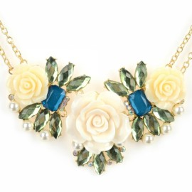 Fashionable Flower Shaped Pendant Zinc Alloy & Plastic Woman Necklace White & Golden